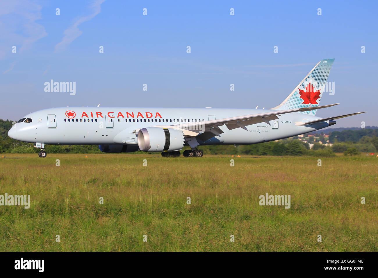 Zürch/Switzerland August 5, 2013: Boeing 787 from Air Canada landing at Zürich. - Stock Image