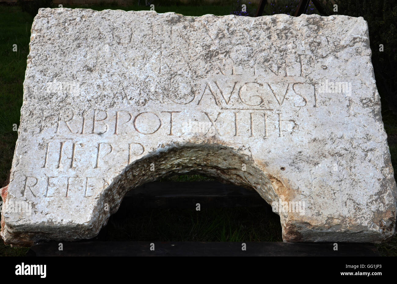 5881. Roman commemorative inscription dedicated by the 10th Legion Fretensis to Emperor Hadrian, dating c. 1st. - Stock Image