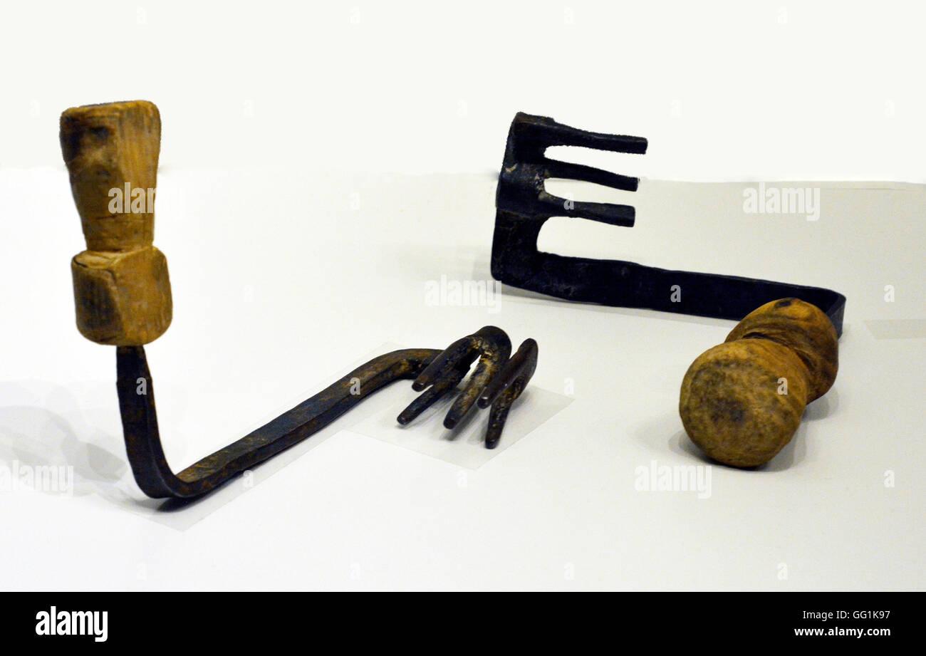 5924. Roman period house keys, wood and iron. - Stock Image