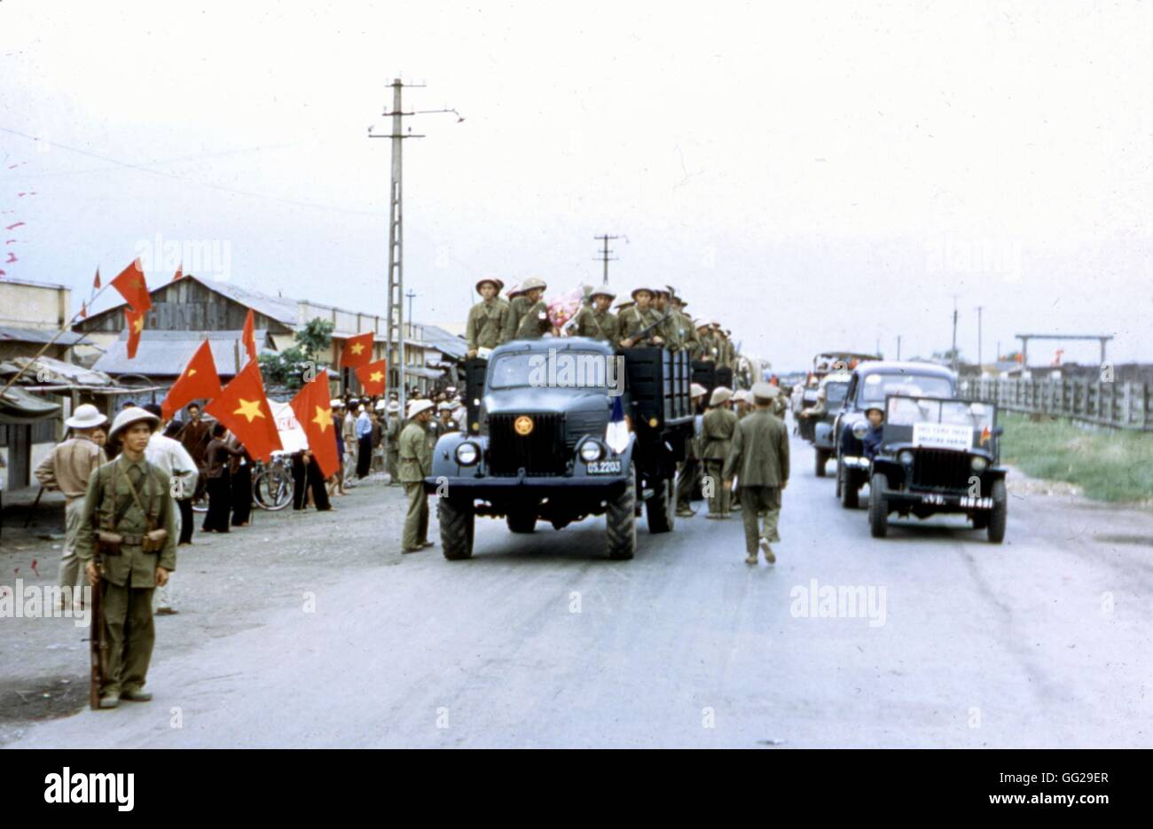 Communists troops entering the city of Haiphong  1954 Vietnam - War in Indochina National Archives. Washington - Stock Image