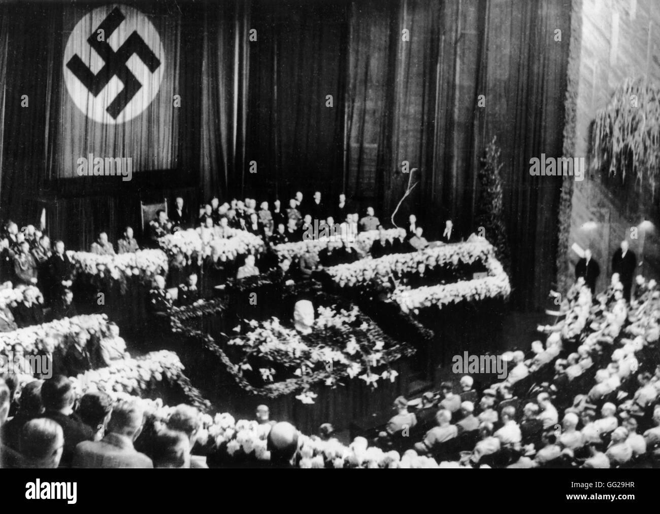 Reichstag session, Hitler delivering a funeral oration for Hindenburg August  5/6, 1934 Germany Paris. Bibliothèque - Stock Image
