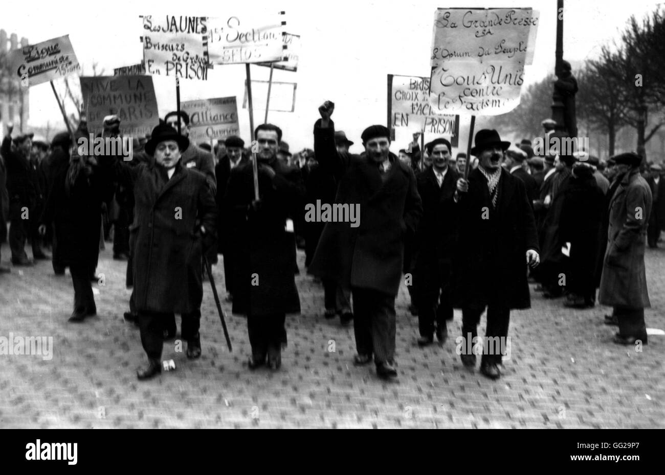 Riots in Paris, demonstrators holding placards France February 1934 - Stock Image