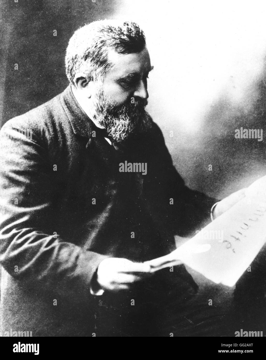 Jean Jaurès reading the French newspaper 'LHumanité' Photo by Henri Manuel 20th century France - Stock Image