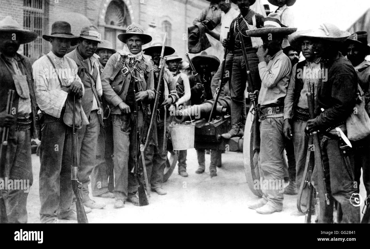 Mexican revolution. Mexican insurgents with a canon of their make, in Juarez 1911 Mexico Washington, D.C. Library Stock Photo