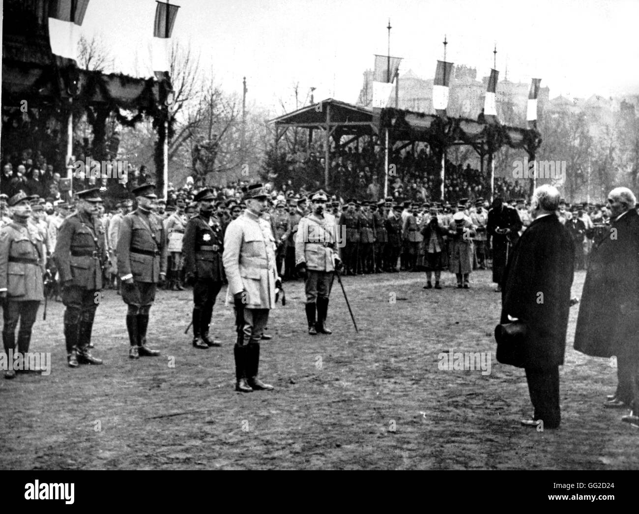 French President Poincaré giving the Marshal's baton to Marshal Pétain. Behind Pétain, Marshals - Stock Image
