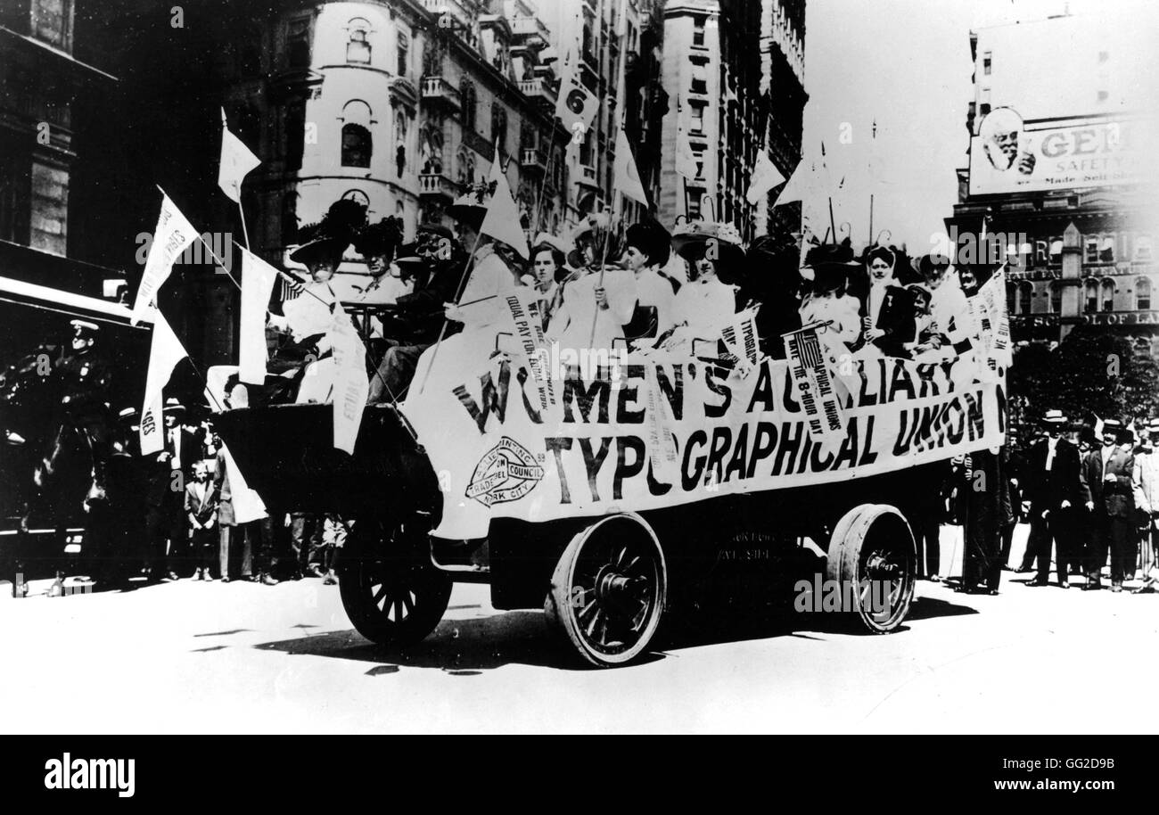 Labor Day Parade. A bus full of women, members of the Women's Auxiliary of the International Typographical Union - Stock Image