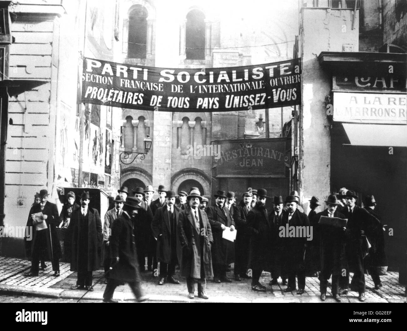 Congress of the Socialist Party in Tours (during which the French Communist Party was created). Congressmen leaving - Stock Image