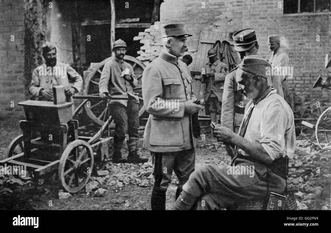 First World War. General Petain visits soldiers at a billet 14/10/1917 - Stock Image