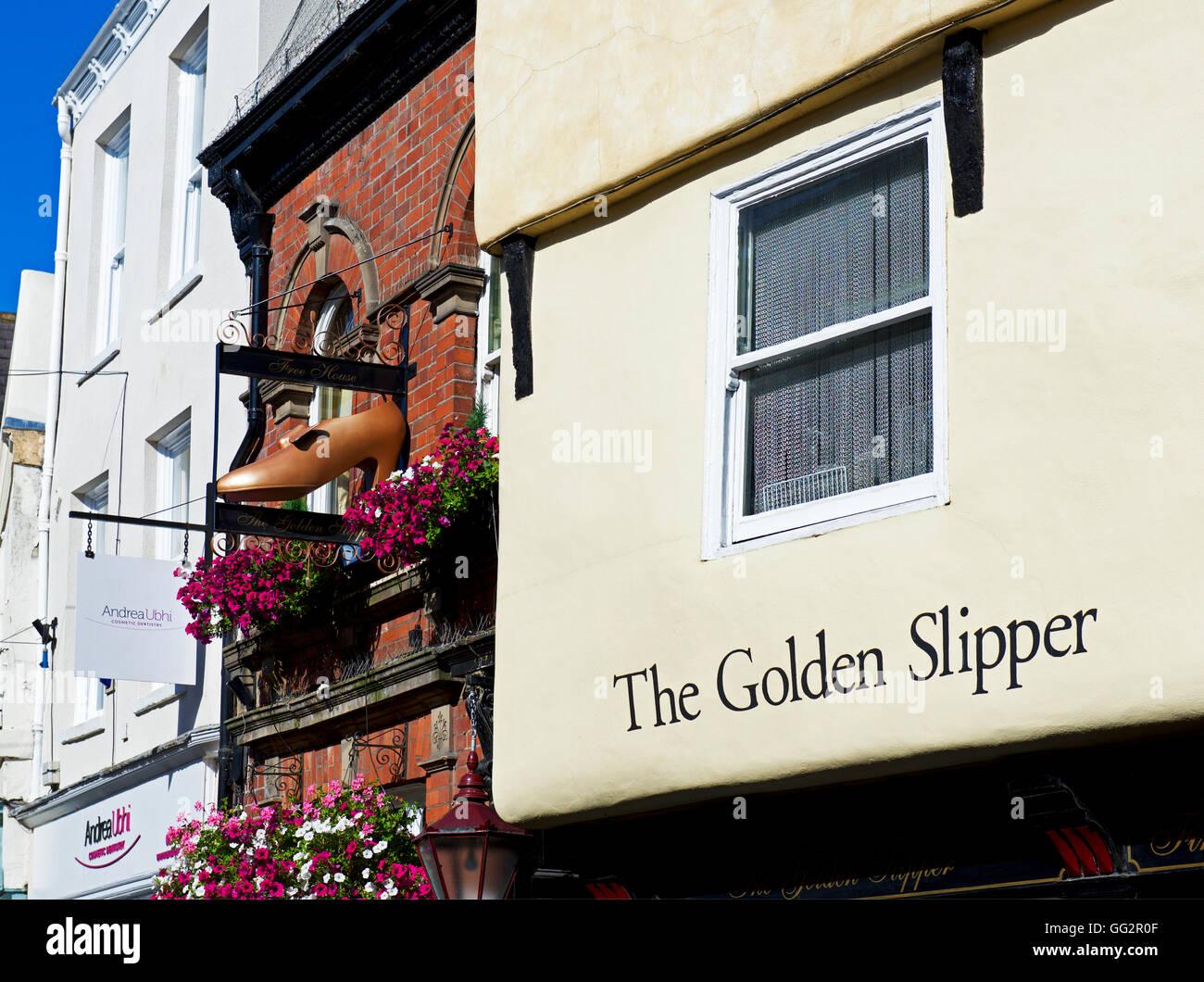 Sign above the Golden Slipper pub in Goodramgate, York, North Yorkshire, England UK - Stock Image