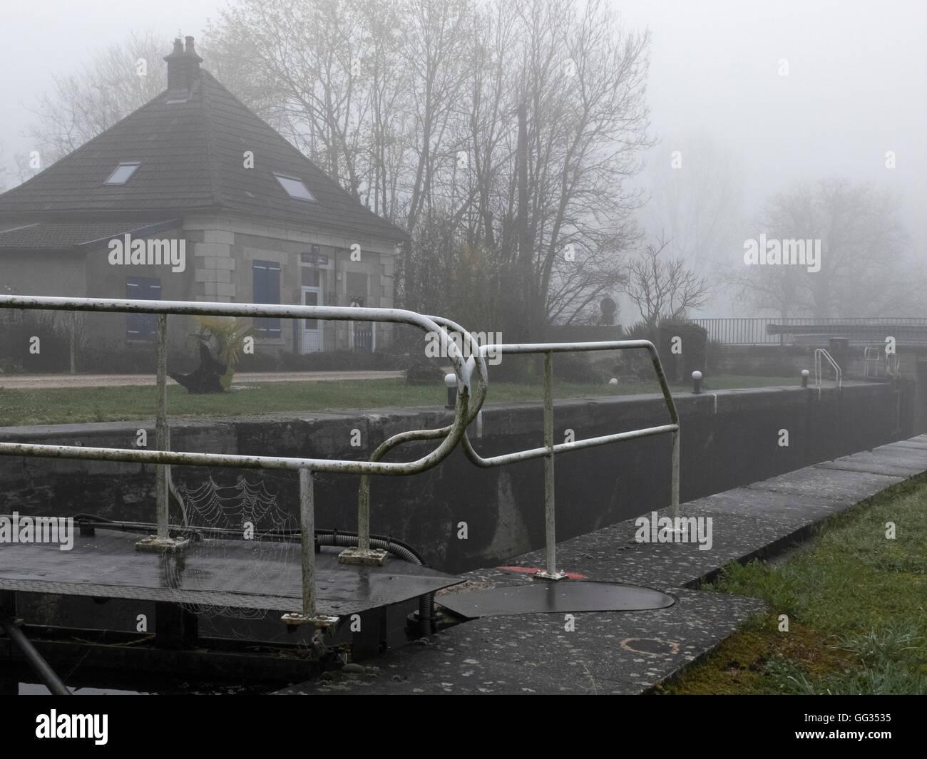 Fog, Saint-Usage, Canal de Bourgogne, France - Stock Image