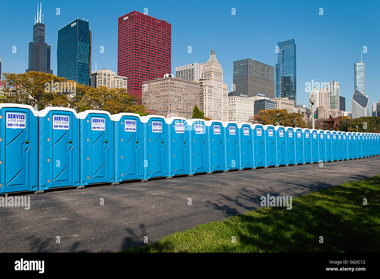 Port-o-potties lined up in Grant Park for the Chicago marathon. - Stock Image