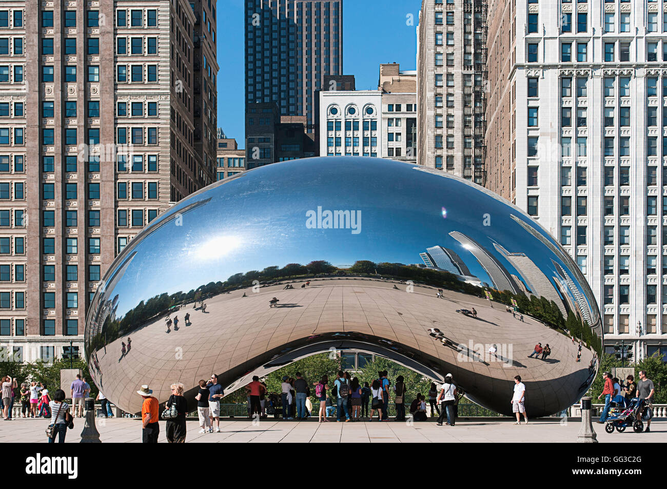 Tourists hanging out at Cloud Gate (the Bean) in Chicago, Illinois. - Stock Image