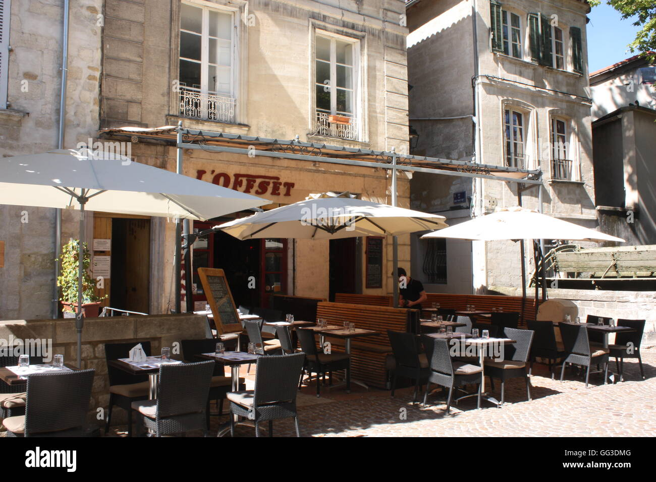 rue des teinturiers avignon the restaurant l 39 offset near the water stock photo 113173328 alamy. Black Bedroom Furniture Sets. Home Design Ideas