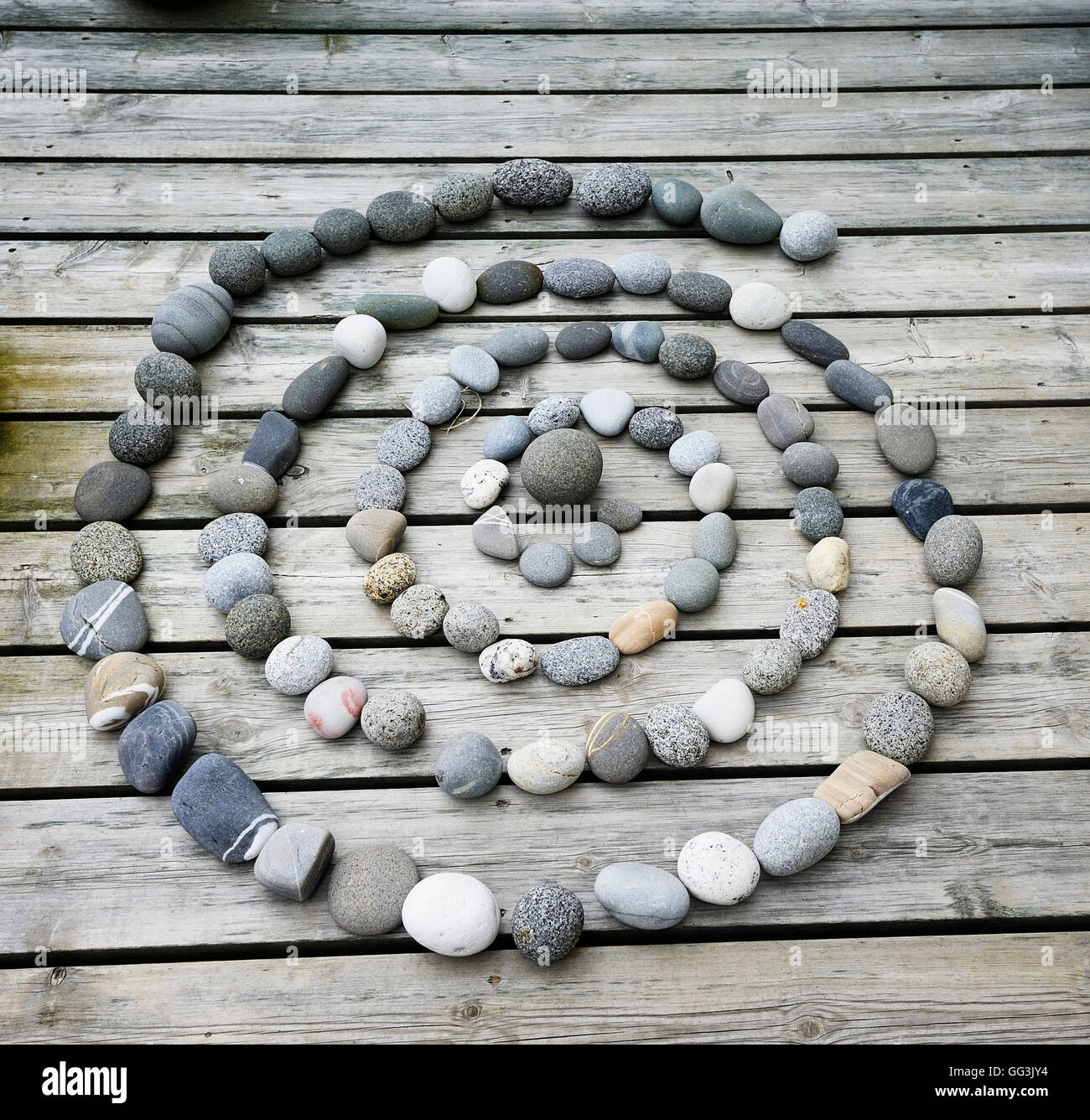Concentric cirlce made up of pebbles - Stock Image