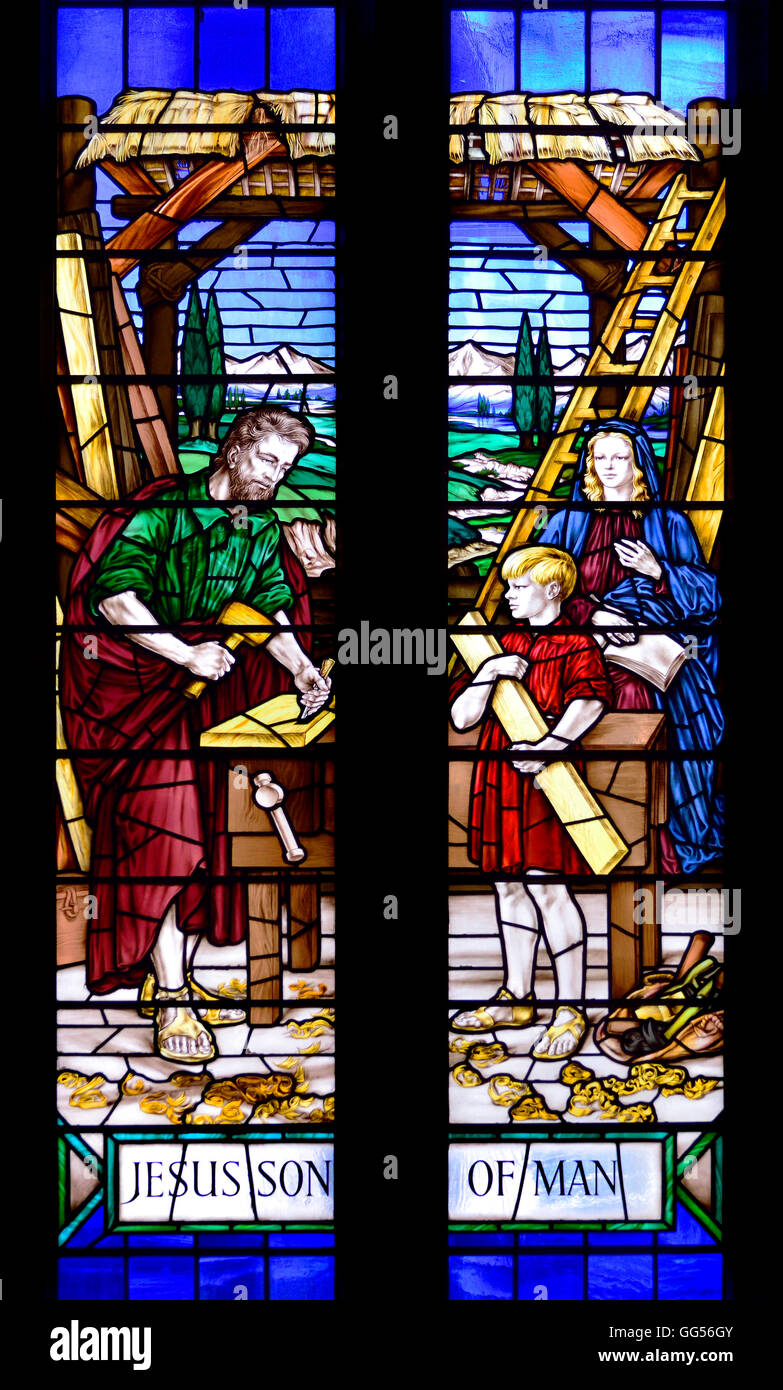 London, England, UK. Dutch Church, Austin Friars (Nederlandse Kerk Londen) Stained glass window: Jesus and Joseph - Stock Image