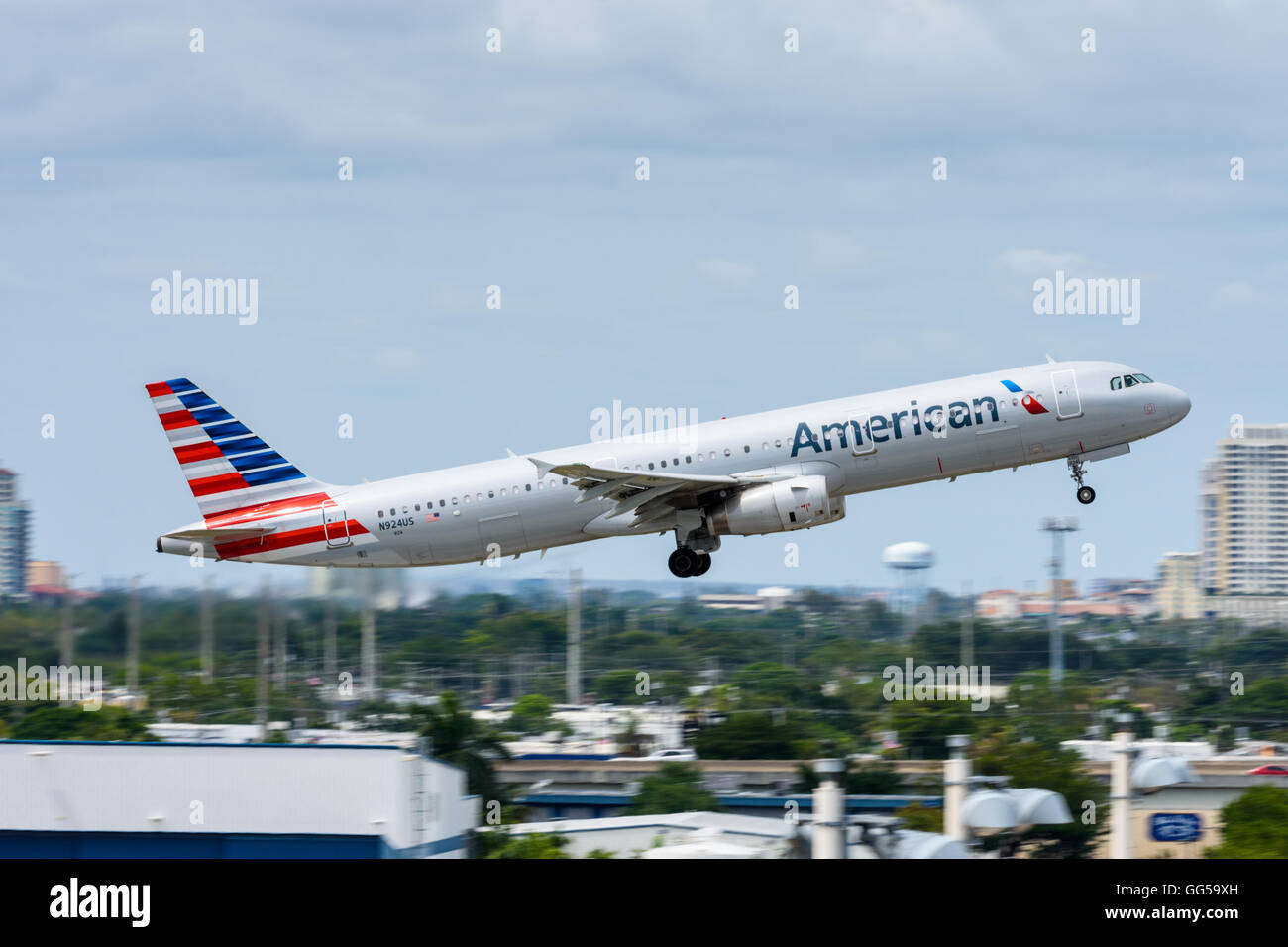 American Airlines Airbus A321 plane taking off from Fort