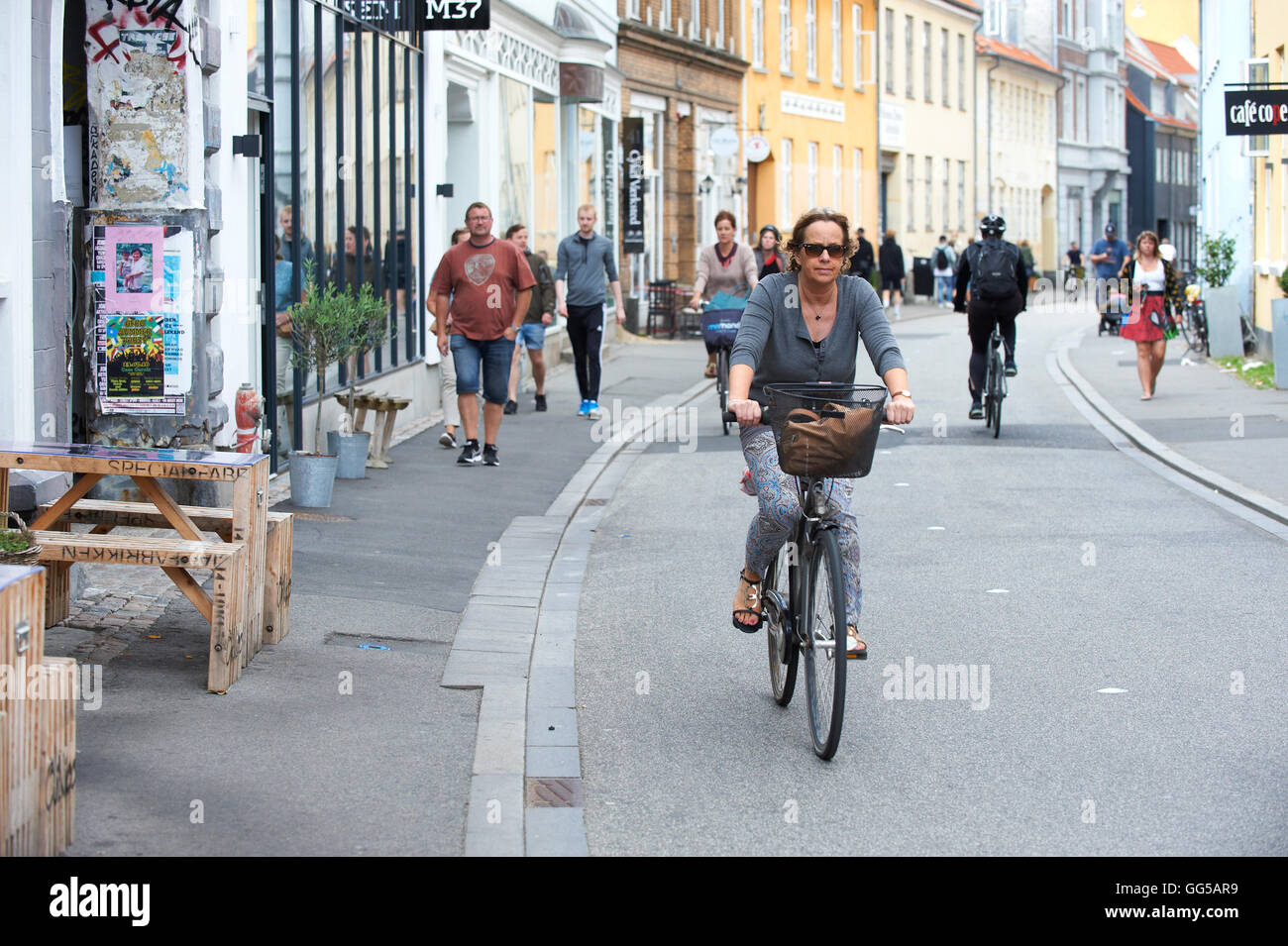 Bicyclist and pedestrians, Mejlgade, Aarhus - Stock Image