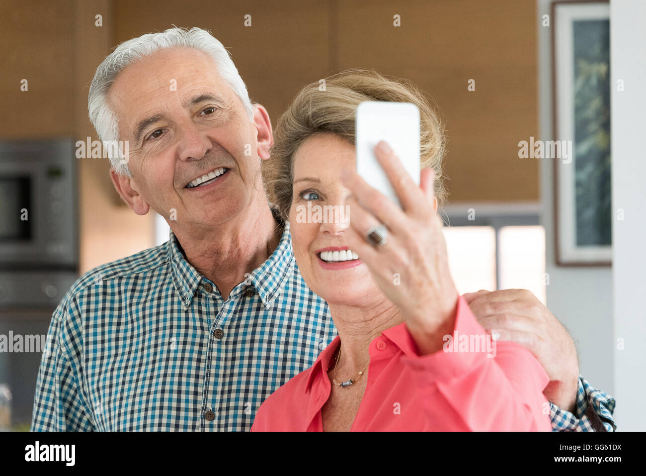 Happy senior couple taking selfie with camera phone - Stock Image