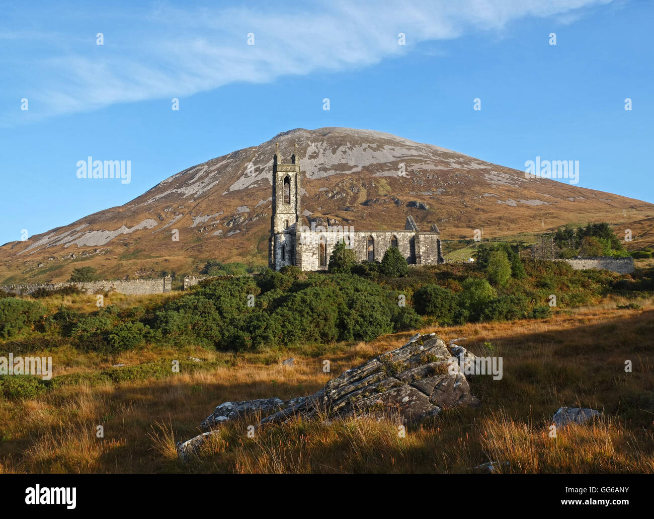 View of Errigal with old Church of Ireland in foreground, Donegal. - Stock Image