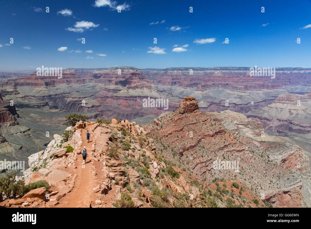 Hikers descend the curving South Kaibab trail in Grand Canyon National Park, UNESCO World Heritage Site, Arizona, - Stock Image