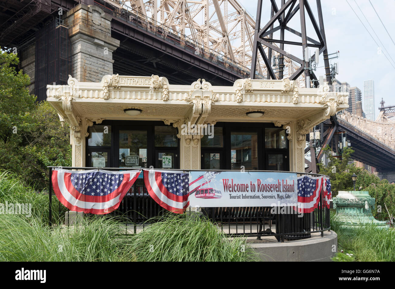 Roosevelt Island visitor center (an old Queensboro Bridge Trolley Kiosk) in New York City - Stock Image