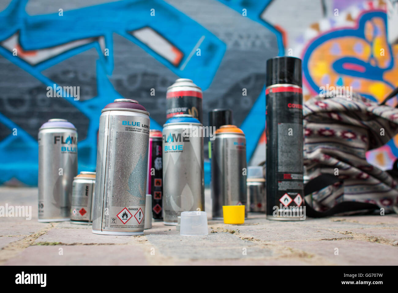 Spray Paint Cans Stock Photos & Spray Paint Cans Stock Images - Alamy