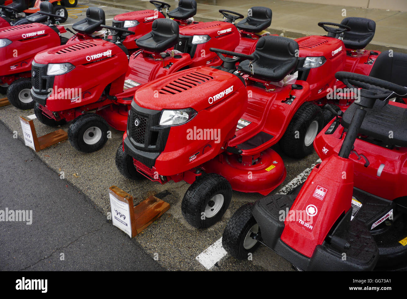 Riding Lawn Mowers High Resolution Stock Photography And Images Alamy