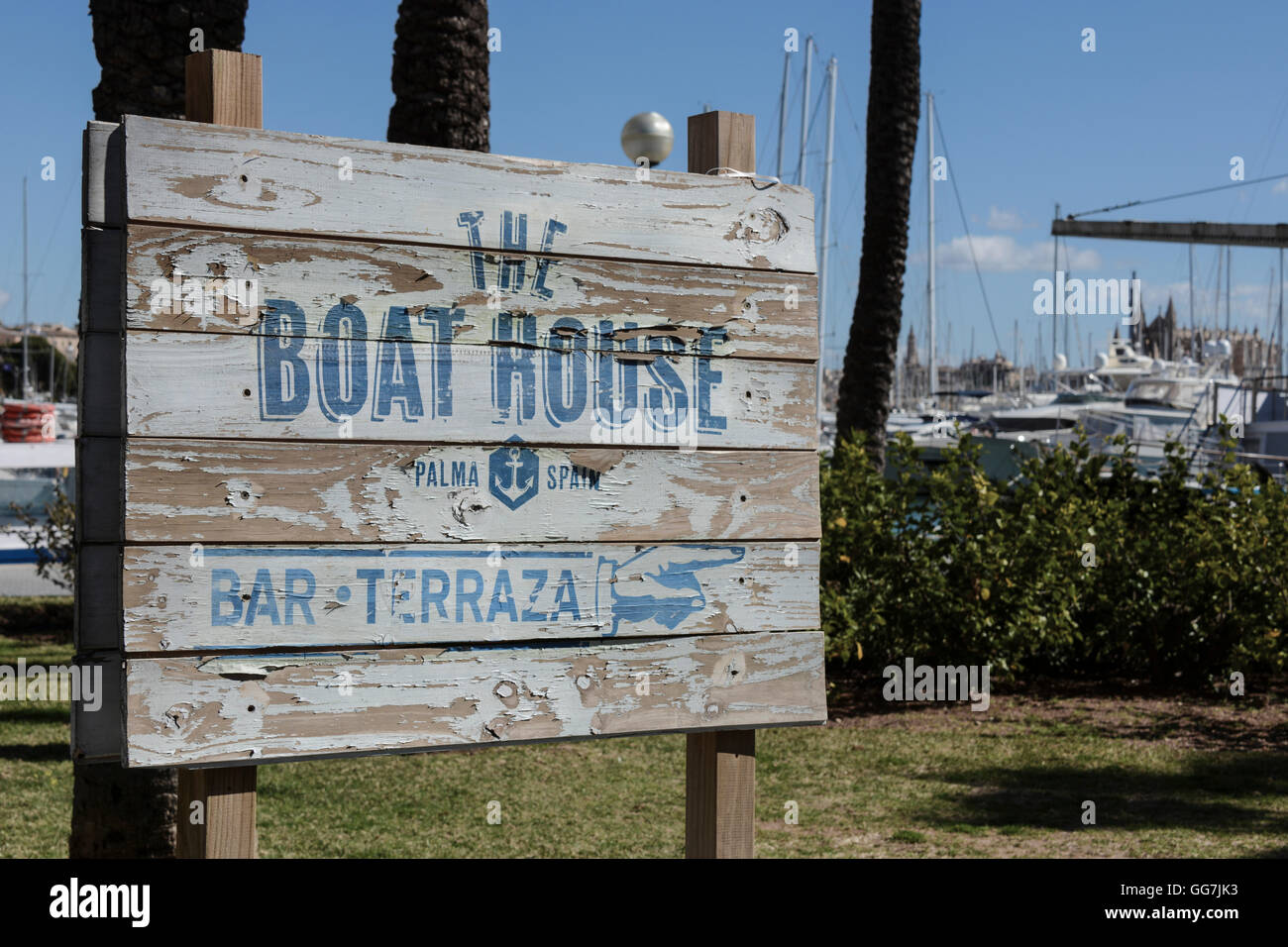 The Boat House Bar And Terraza Rustic Sign Outside
