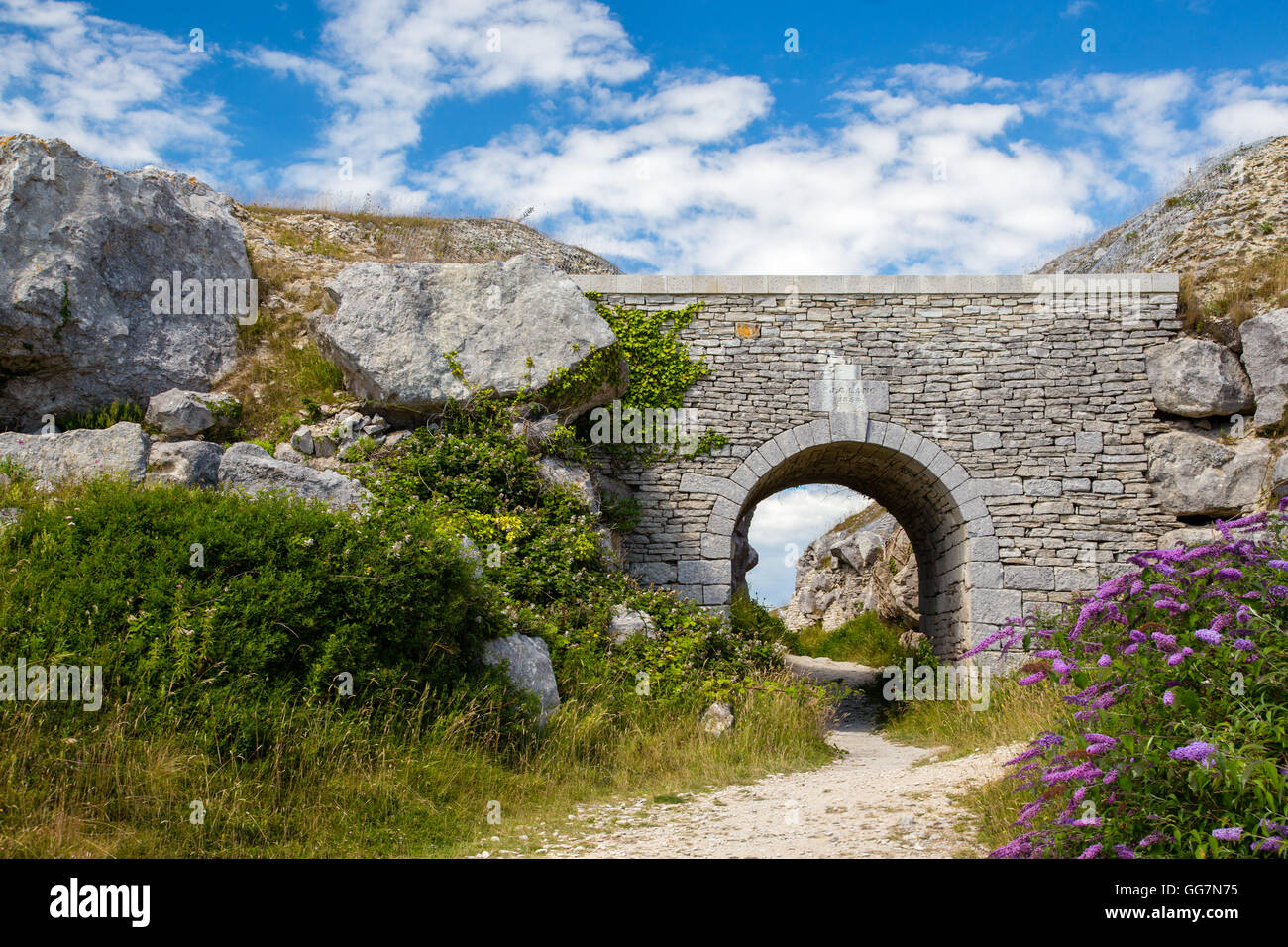 Stone sculptures and carvings in Tout Quarry on the Isle of Portland, Dorset, England - Stock Image