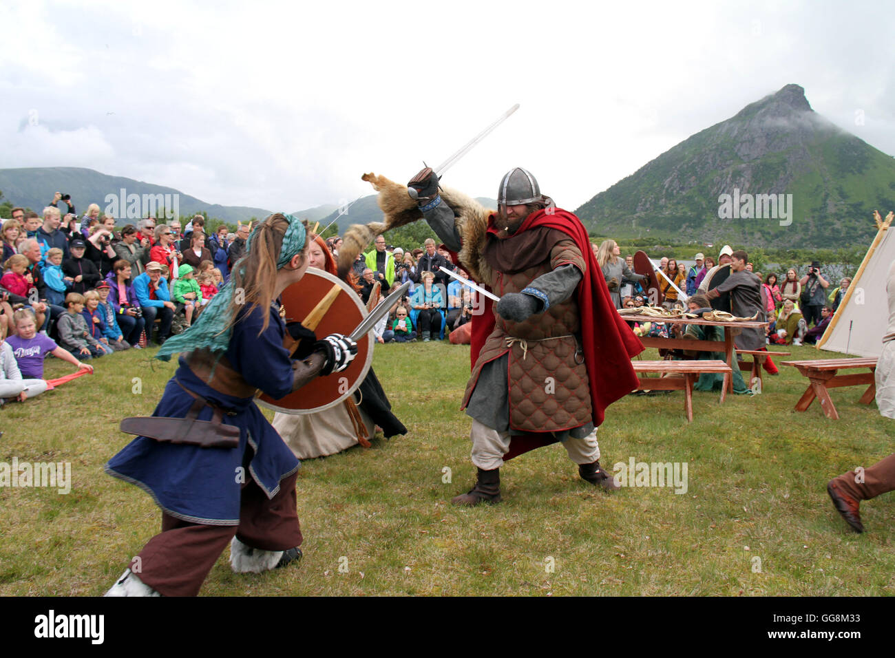 (160804) -- LEKNES (NORWAY), Aug. 4, 2016 (Xinhua) -- Participants of the Viking Festival perform for visitors in - Stock Image