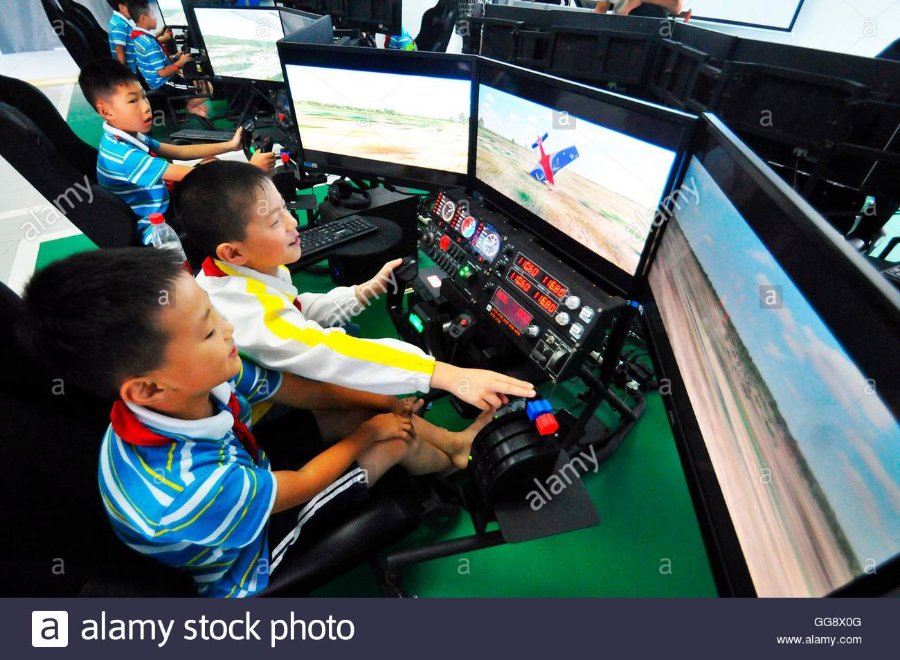 Anqing, China. 10th Aug, 2016. Hundreds of primary school students attend the Summer camp of quality expansion organized Stock Photo