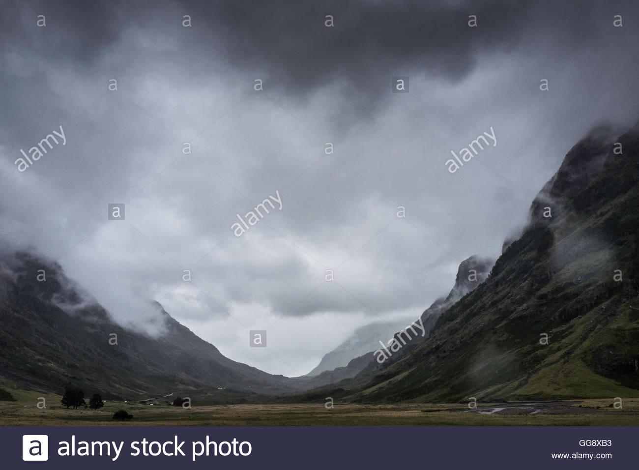 Glencoe, Ballachulish, Scottish Highlands, UK. 10th August 2016. Low clouds and rainfall drape the the dramtic landscape - Stock Image