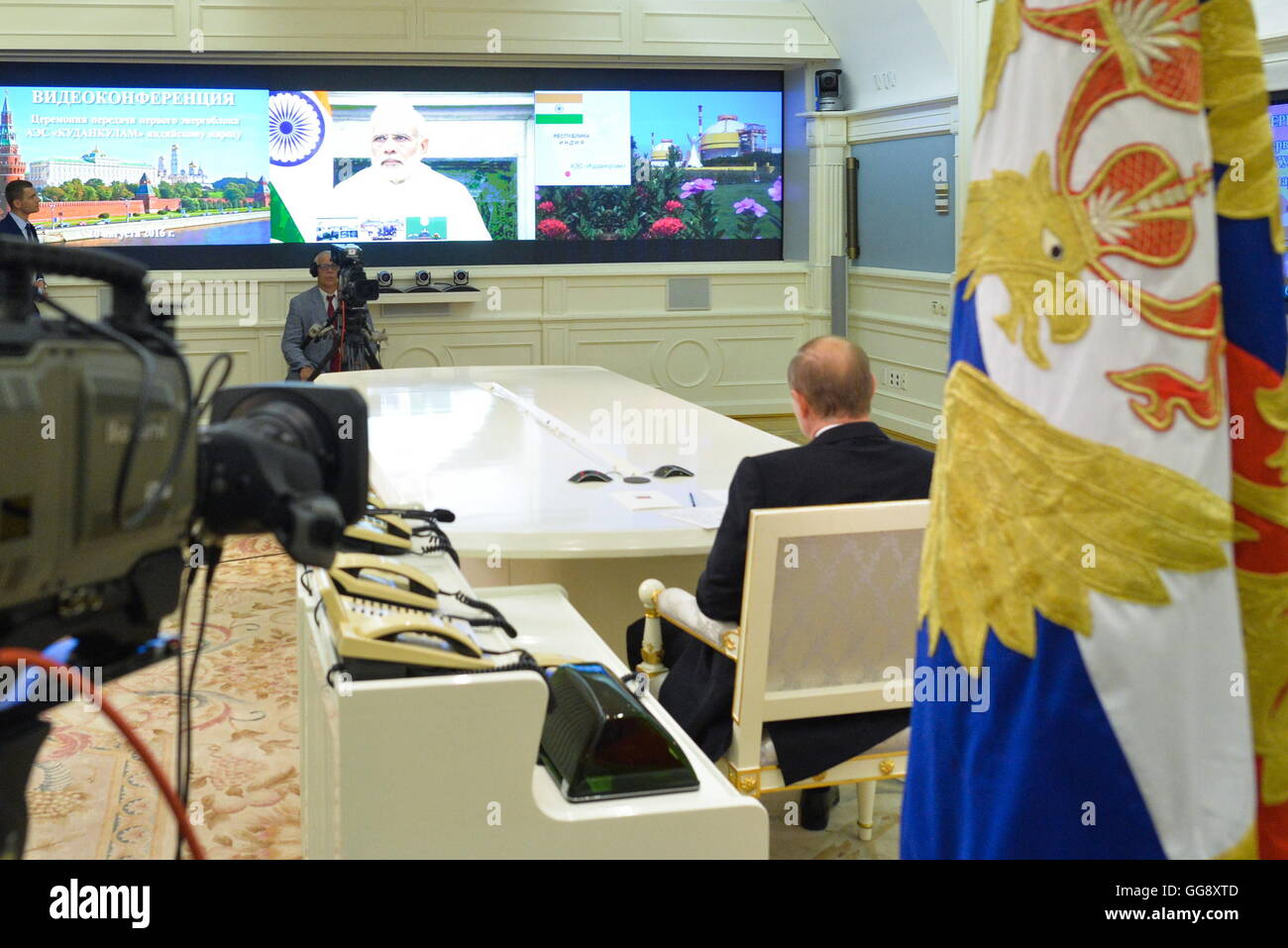 Moscow, Russia. 10th Aug, 2016. Russia's president Vladimir Putin looks at the screen showing the official handover Stock Photo