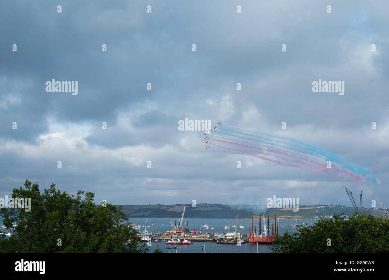 Falmouth, Cornwall, UK. 10th August, 2016. The Red Arrows display team perform for crowds of locals and holiday - Stock Image