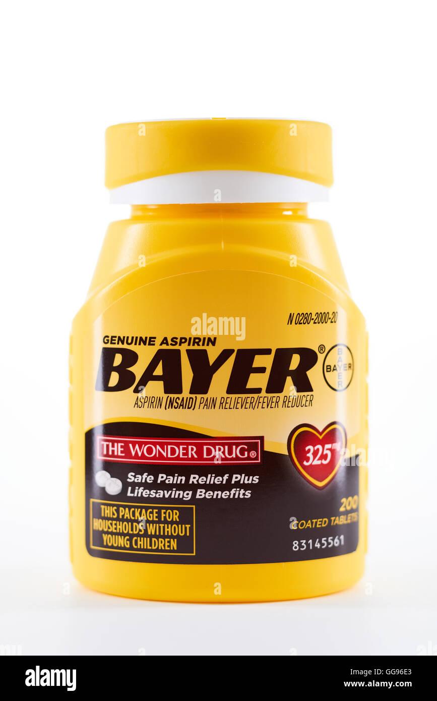 Aptos, CA, USA - July 22, 2016: Bottle of Bayer Aspirin tablets (325mg) against white background. - Stock Image