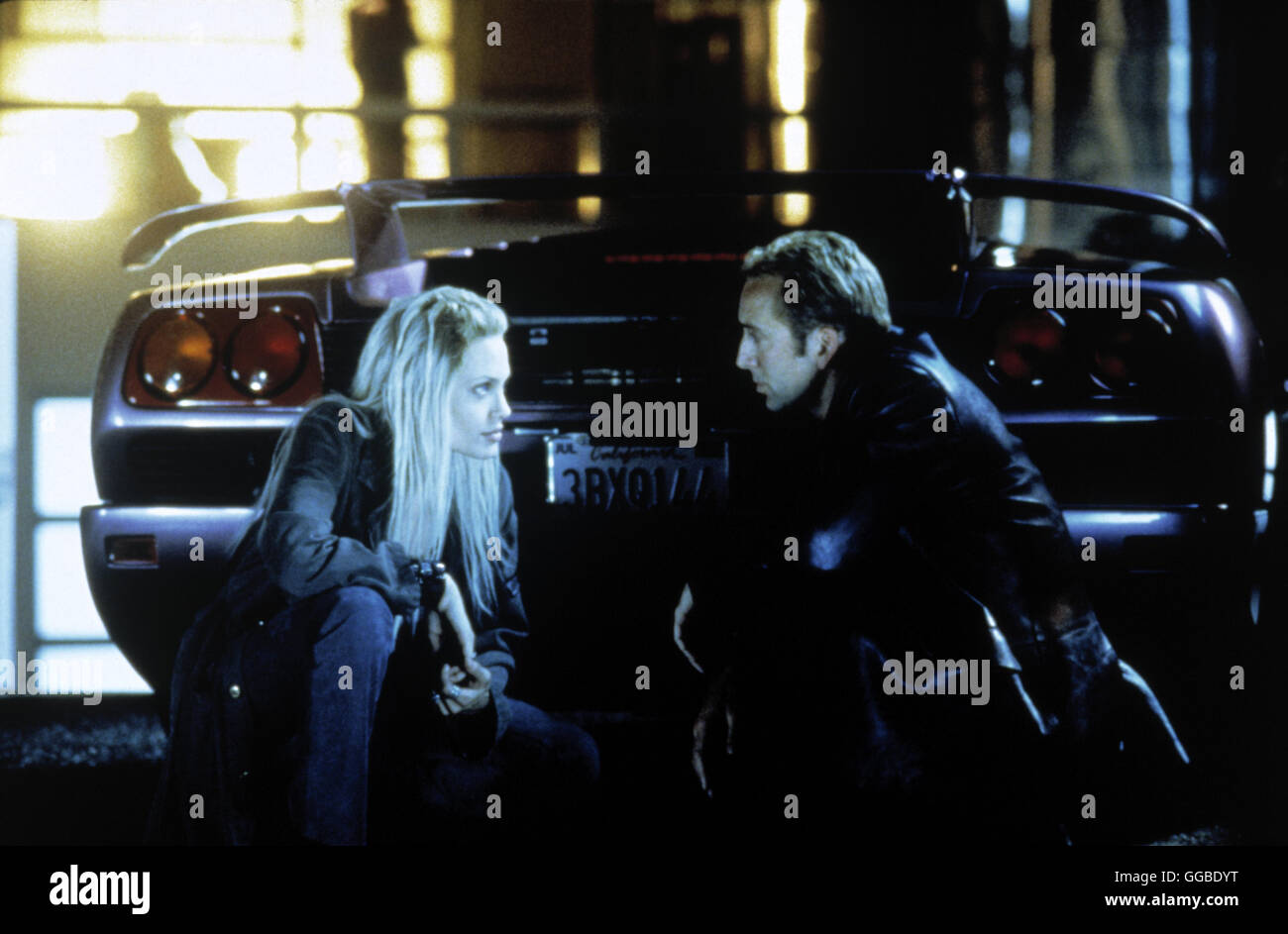 NUR NOCH 60 SEKUNDEN Gone in Sixty Seconds USA 2000 Dominic Sena Sway (ANGELINA JOLIE) and Randall (NICOLAS CAGE) - Stock Image