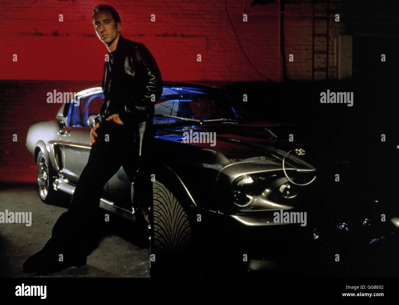 NUR NOCH 60 SEKUNDEN Gone in Sixty Seconds USA 2000 Dominic Sena Randall 'Memphis' Raines (NICOLAS CAGE) and hisStock Photo