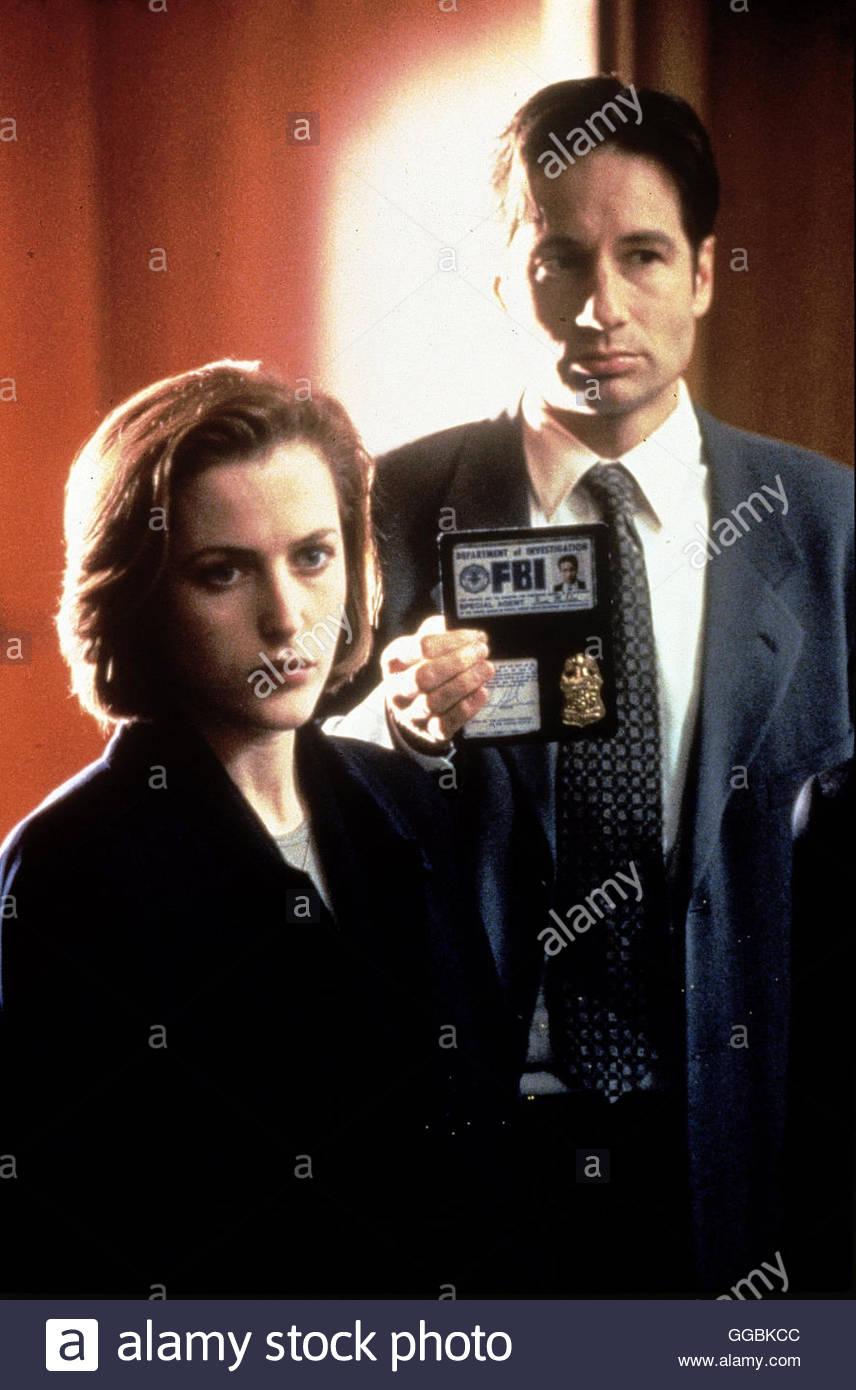 AKTE X - DIE UNHEIMLICHEN FÄLLE / The X-Files USA 1999 / Ein Biologie endeckt in Afrika Artefakt von dort aus - Stock Image
