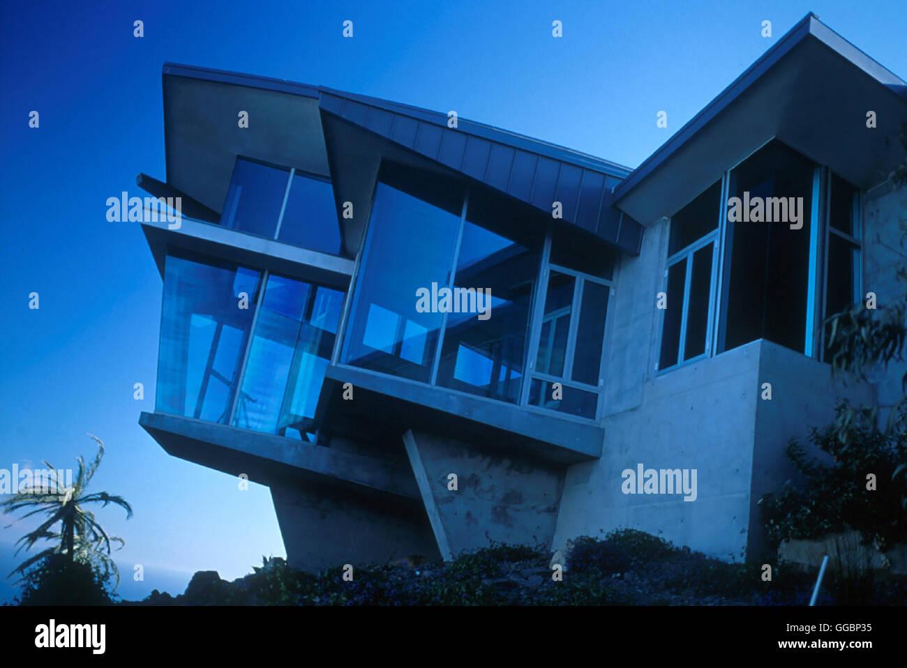 THE GLASS HOUSE / Glass House USA 2001 / Daniel Sackheim Als die Eltern von Ruby und Rhett bei einem Autounfall Stock Photo