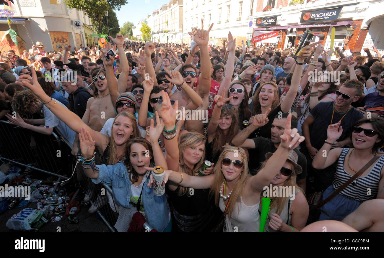 Atmosphere and crowds at the 2009 Notting Hill Carnival, 31st August 2011. - Stock Image