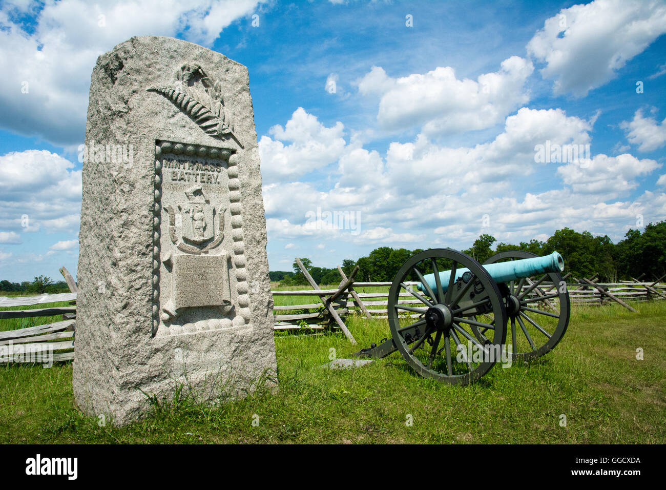 One of three 9th Massachusetts Battery monuments, surrounded by cannons, on the Gettysburg National Military Park - Stock Image
