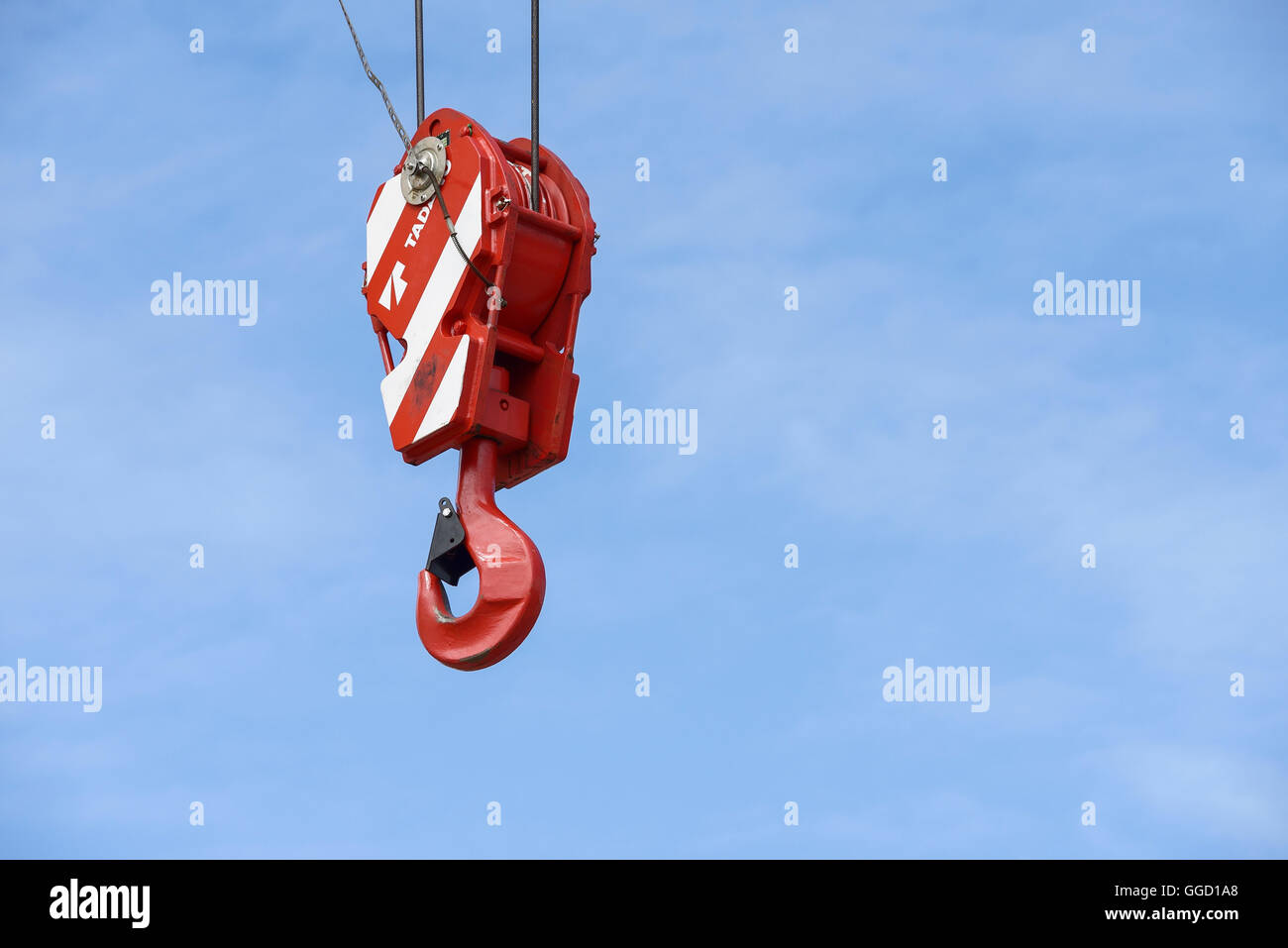 Close up of a hook on a heavy duty industrial crane - Stock Image
