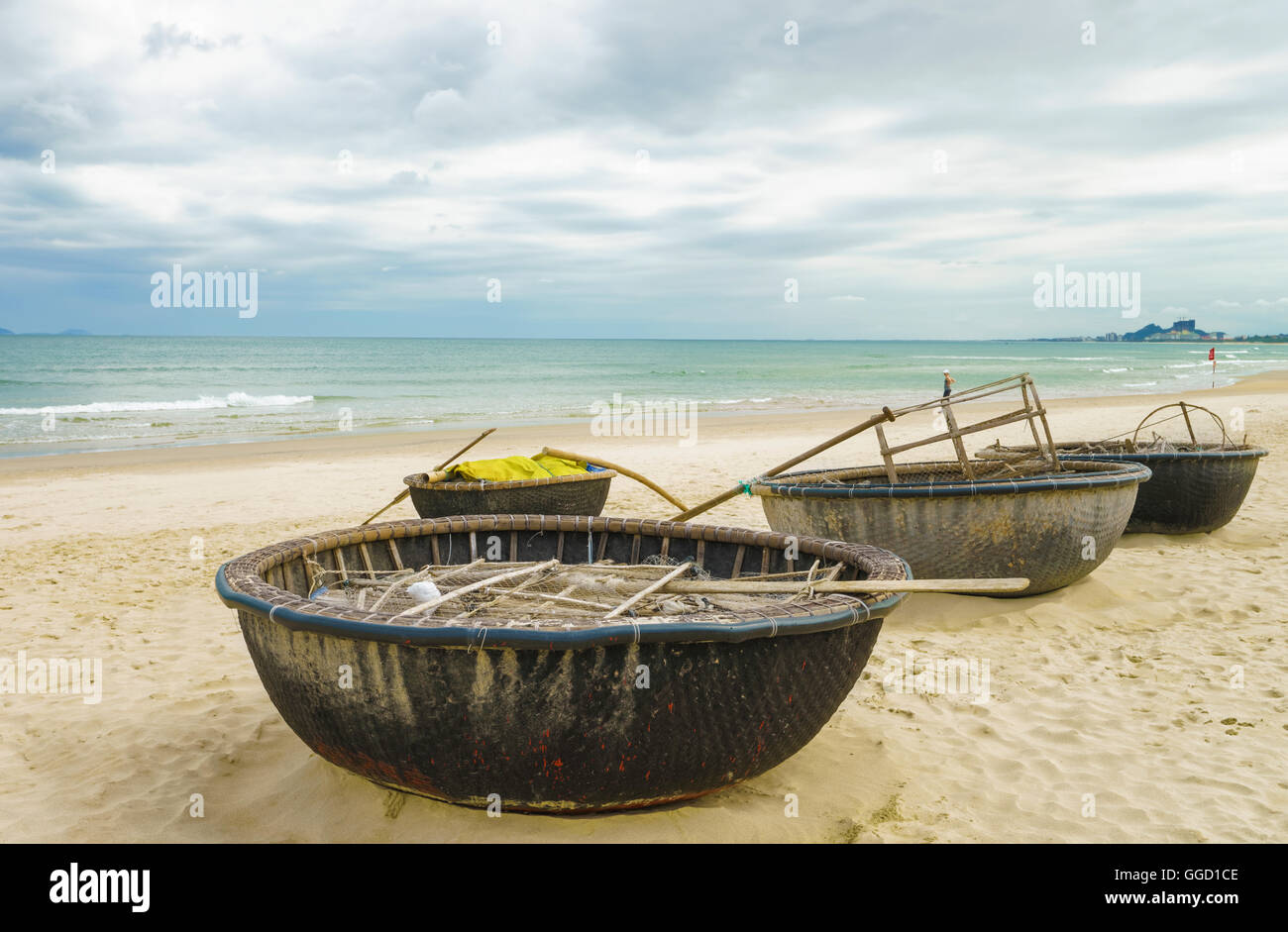 Bamboo waterproof round fishing boats at the china beach for Round fishing boat