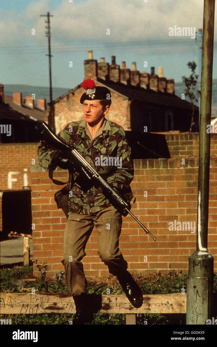 The Troubles Northern Ireland 1980s British soldier on street parole. 1981  80s UK HOMER SYKES - Stock Image