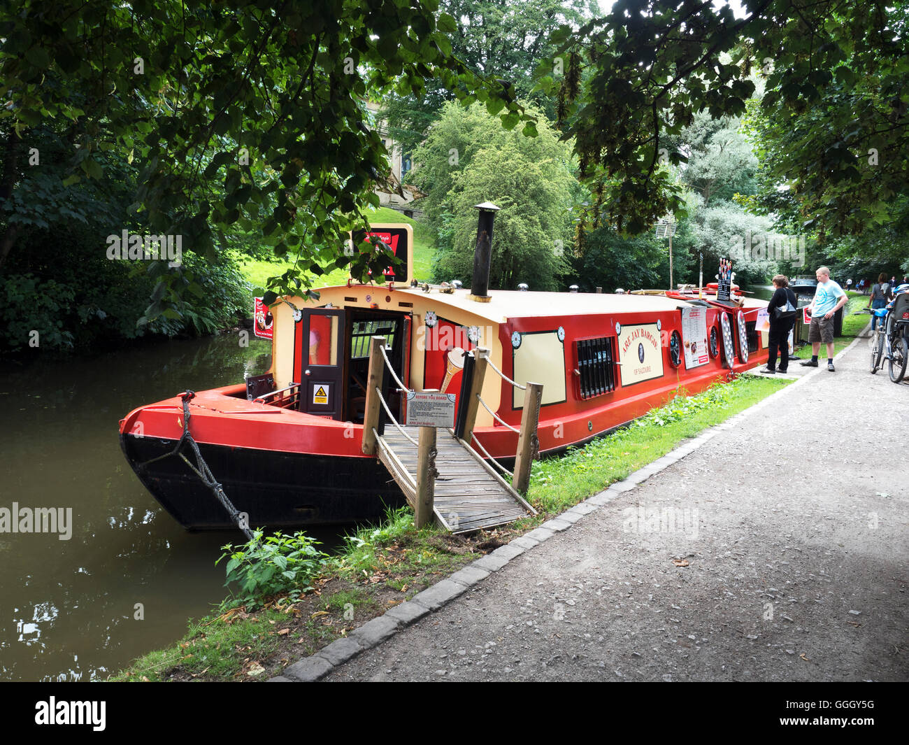Narrowboat Cafe and Ice Cream Shop on the Leeds and Liverpool Canal at Saltaire West Yorkshire England - Stock Image
