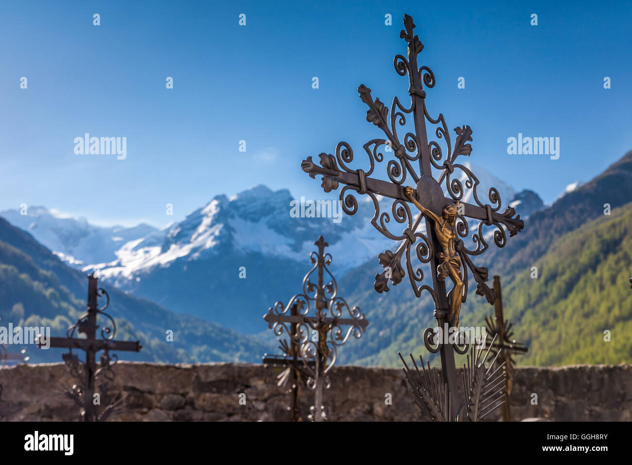 geography / travel, Italy, South Tyrol, old cemetery cross on the cemetery of Rein in Taufers, Reintal, Additional - Stock Image