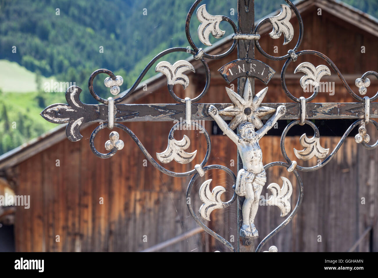geography / travel, Italy, South Tyrol, old grave cross on the cemetery of St. Peter in the Villnoesstal, Additional - Stock Image