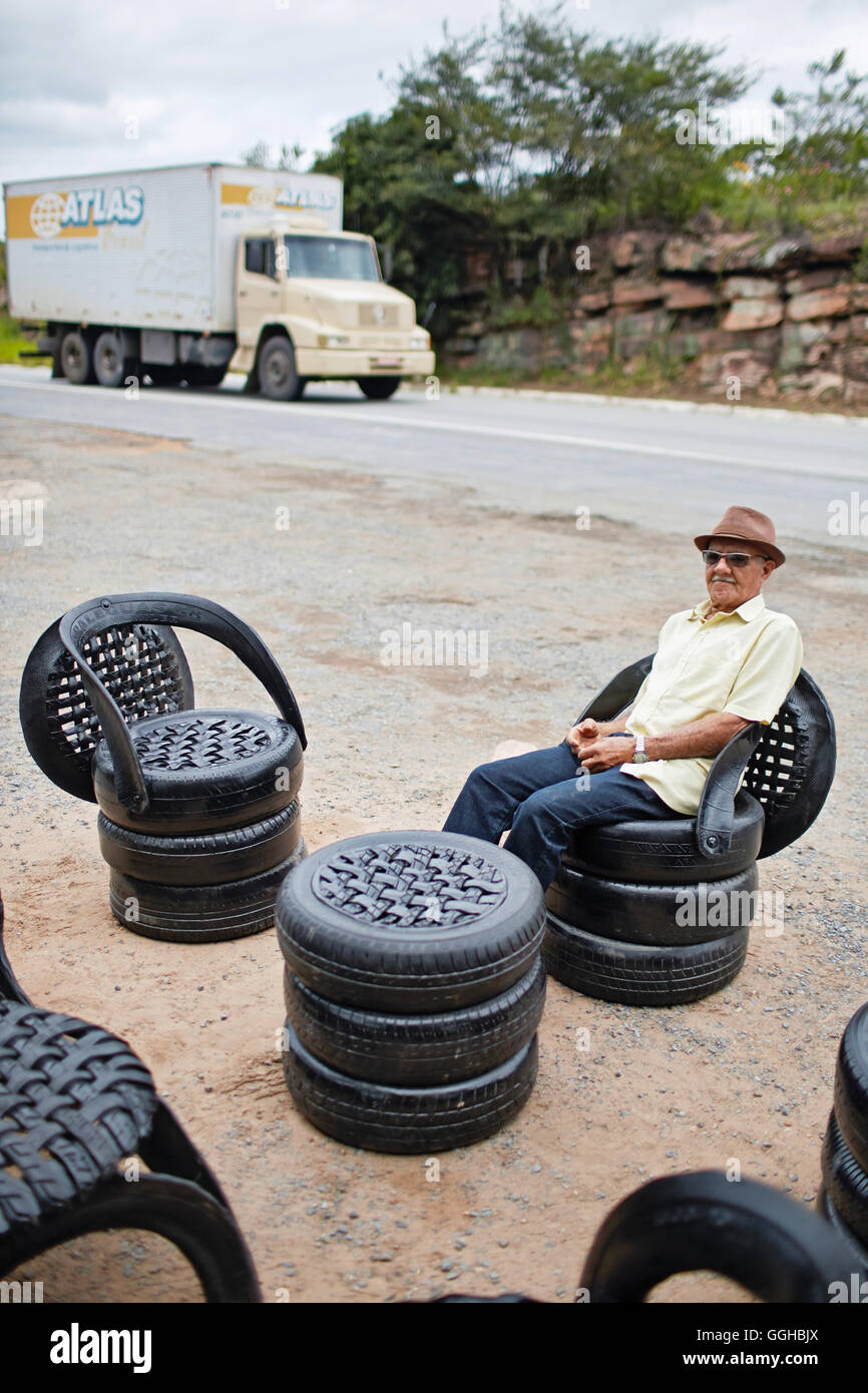 Helio Barbosa, 80 years, former prospector,  Garimpeiro, furniture made from old tires on BR-242, gift shopand restaurant - Stock Image