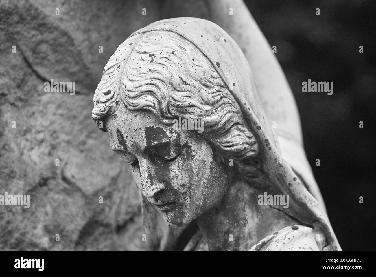 Sculpture of sadly woman, girl, grave sculpture, sadly face, sorrowful / Grab-Skulptur, trauernde Frau, schwarz - Stock Image