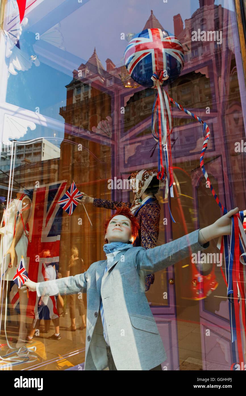 Window of the department store Harvey Nichols, Knightsbridge, London, England, United Kingdom - Stock Image